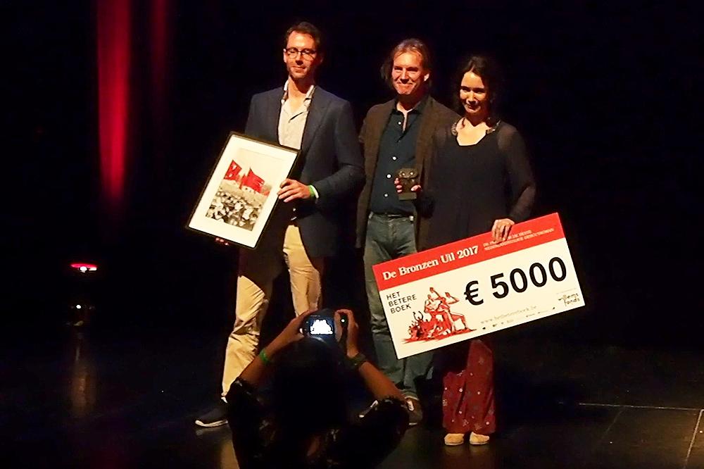 Lieke Kézér wint Bronzen Uil met 'De Afwezigen'