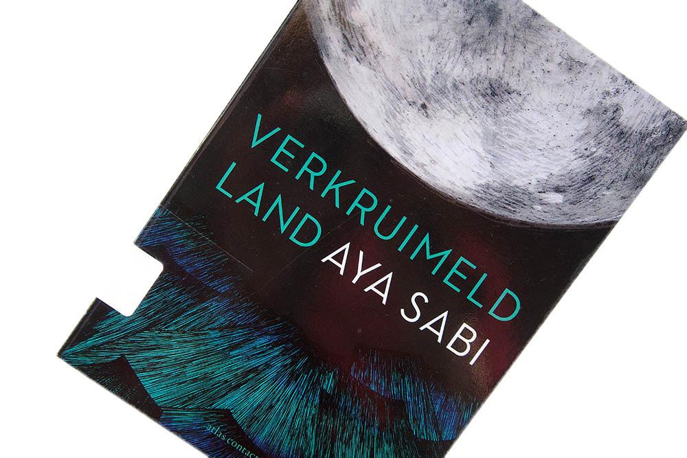 Verkruimeld land - Aya Sabi