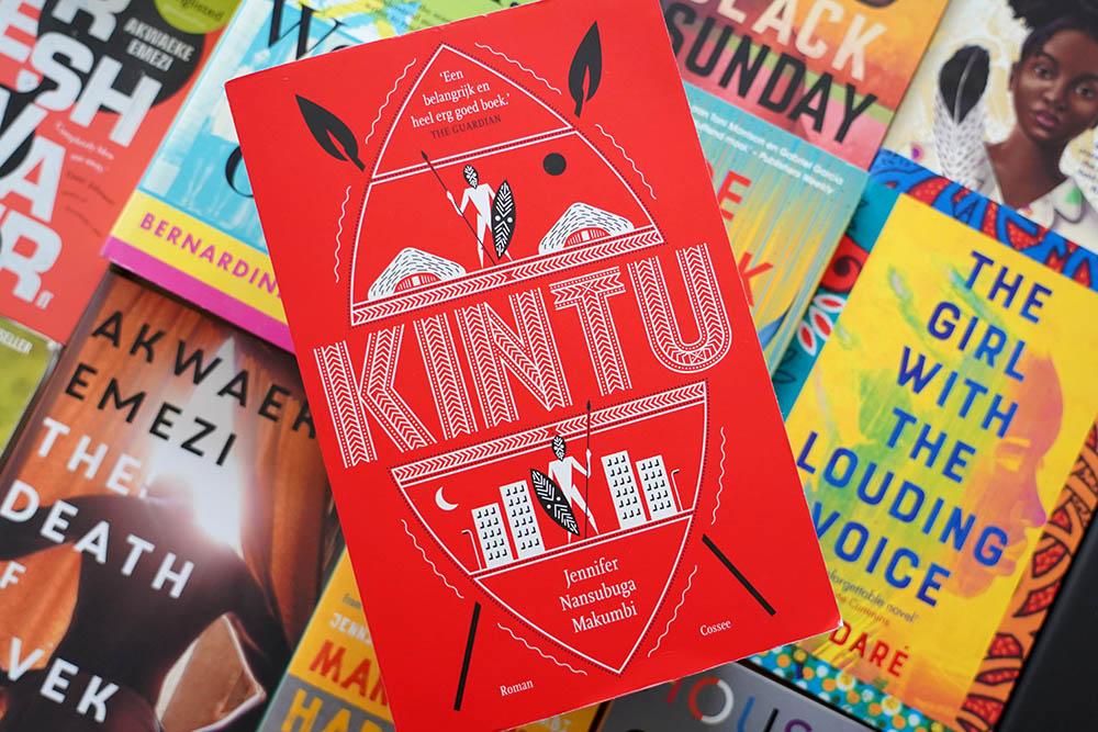 Kintu: meeslepende familieroman over religie, rituelen en tradities in Oeganda